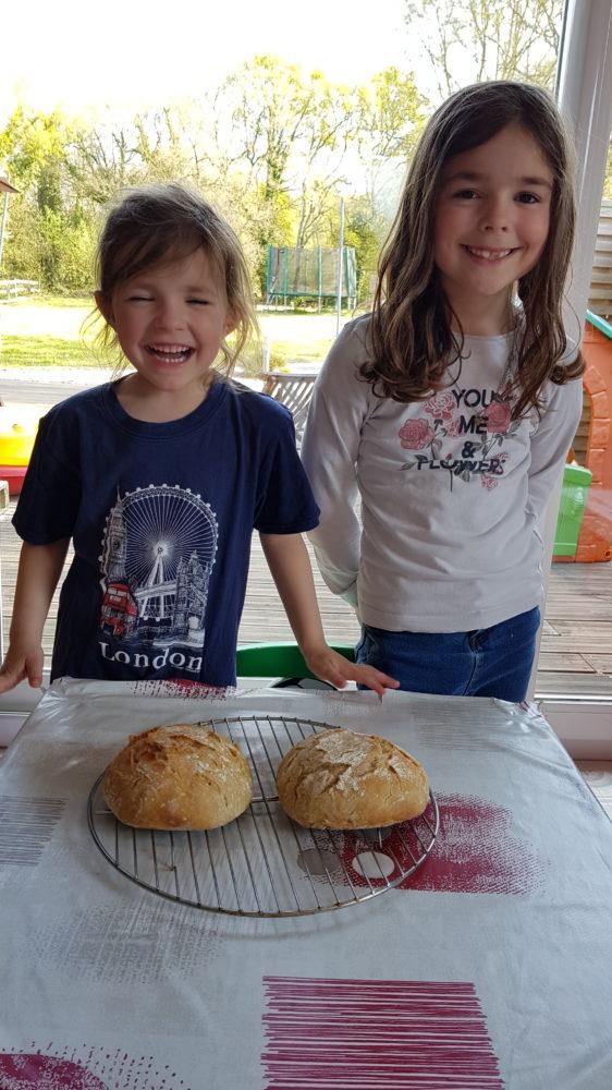 Atelier pain pour Tess et Kélya